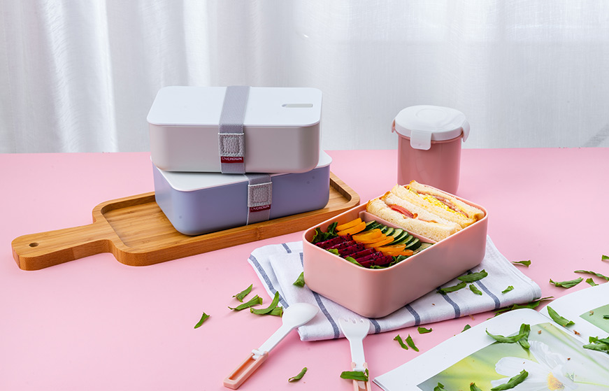 plastic lunch box with compartments